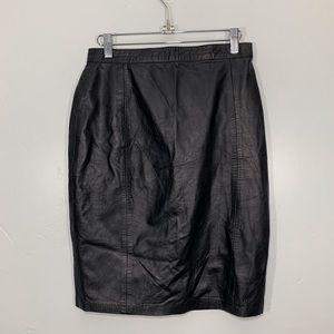 VIntage | Black Leather Button Back Pencil Skirt